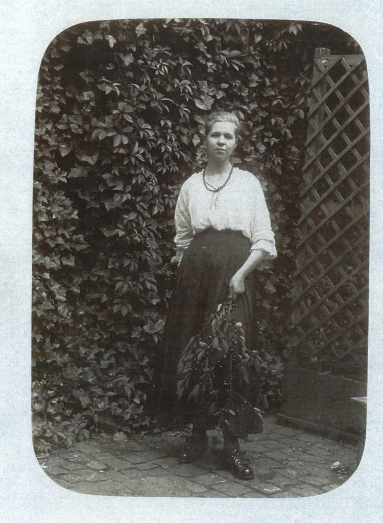 1917 Karola's mother Karoline at age 18
