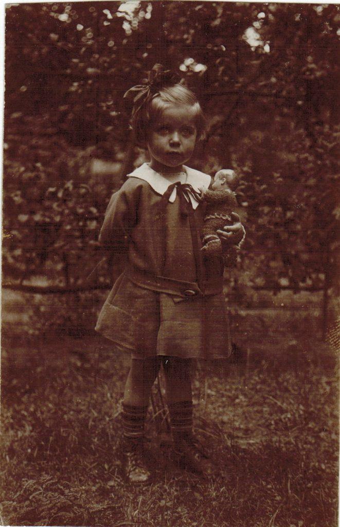 1927 Karola at age 5