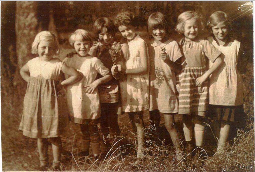 1929 Karola (far rt.) in 2nd grade