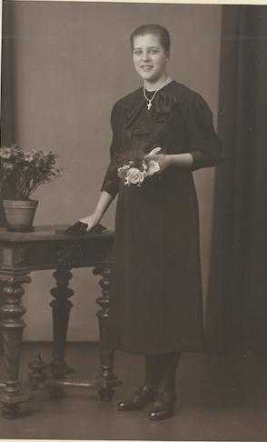 1936 Karola's confirmation at age 14